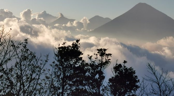 Antigua et le volcan Pacaya